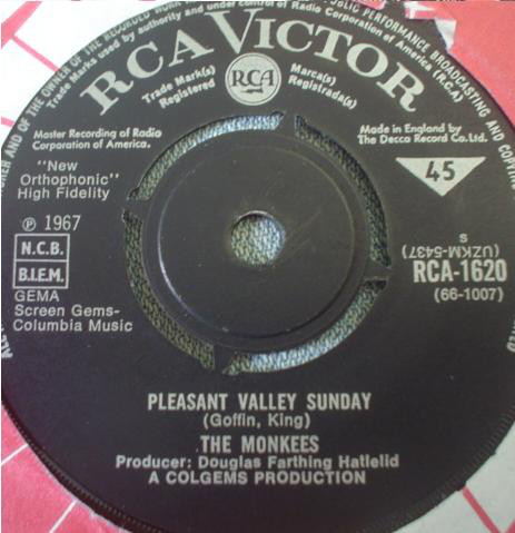 The Monkees - Pleasant Valley Sunday / Words